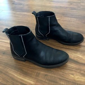 URBAN OUTFITTERS CHELSEA BOOTS - BLACK
